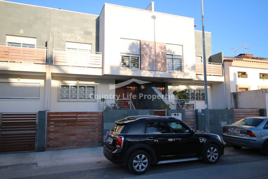 Resale - Townhouse - Dolores - Nuevo Sector